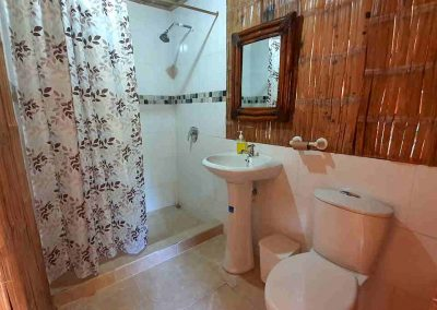 Bathroom standard rooms Bamboo Lodge