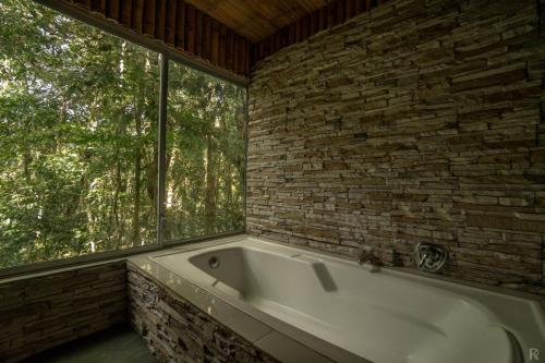 Bathroom with Jungle view Bamboo Lodge